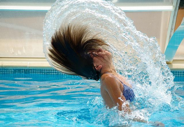 bazén a vlasy