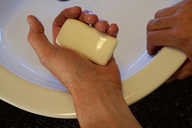 mýdlo v ruce