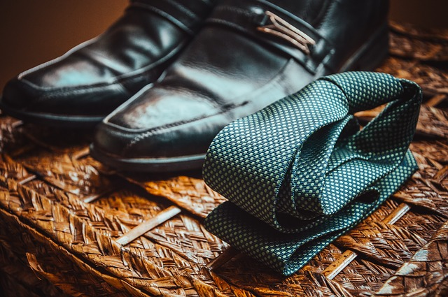 kravata na zemi